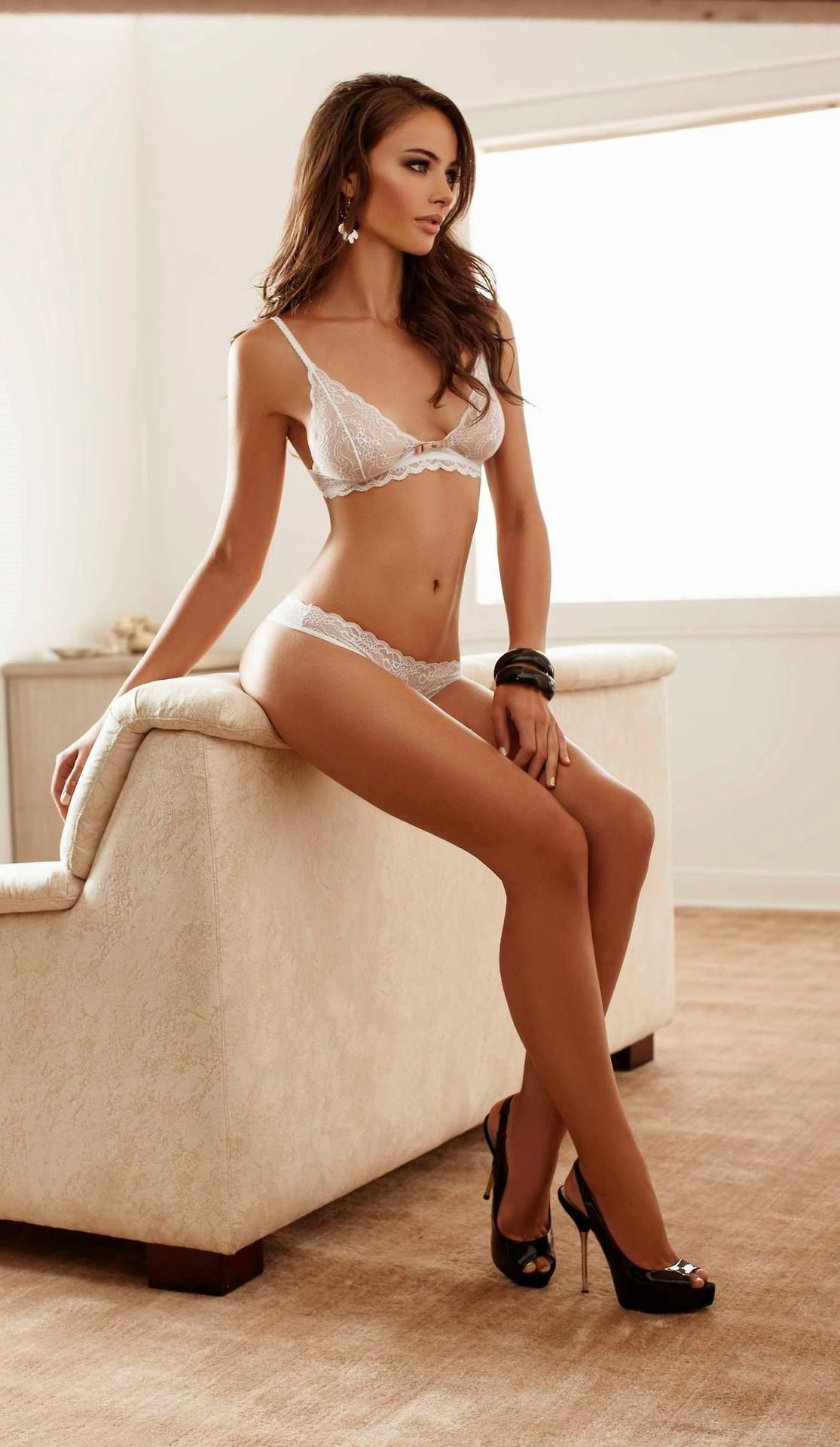 Luton escorts - charming brunette
